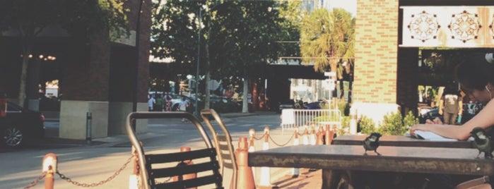 Dave & Buster's is one of Tempat yang Disimpan Avelino.