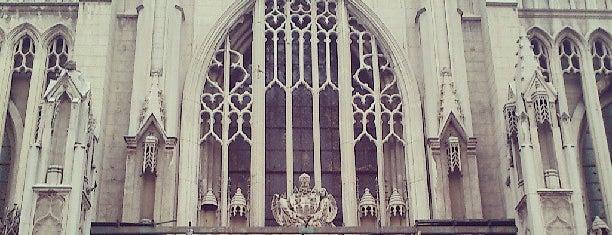 Basilica Del Salvador y de Nuestra Señora del Carmen is one of Monumentos Nacionales.