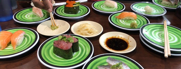 Kura Revolving Sushi Bar is one of Locais curtidos por Brian.