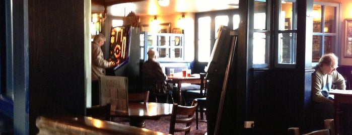 The Parchment Makers (Wetherspoon) is one of Tempat yang Disukai Carl.