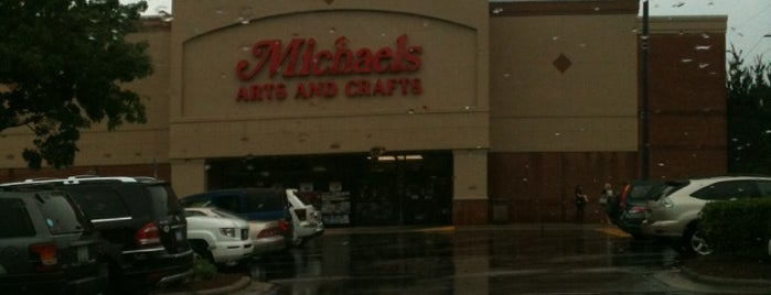 Michaels is one of Tempat yang Disukai Richard.