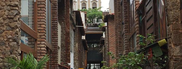 Vila do Largo is one of Rj.