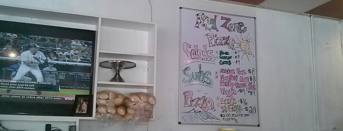 Red Zone Pizza is one of Locais curtidos por Marcus.