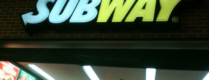 Subway is one of Locais curtidos por Fabiola.