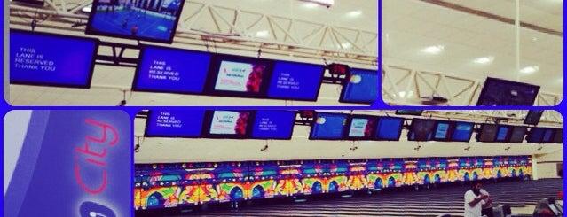 Khalifa International Bowling Center is one of Gespeicherte Orte von Alya.