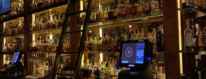 Crimson Diner + Whiskey Bar is one of Locais curtidos por Andrew.