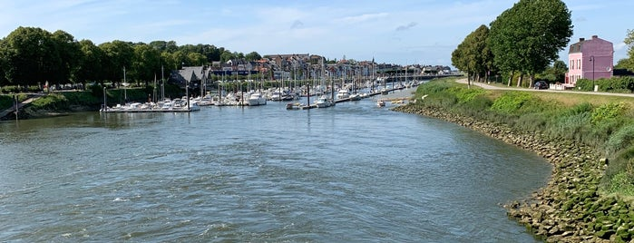 Port de Saint-Valery-sur-Somme is one of Locais curtidos por Elien.