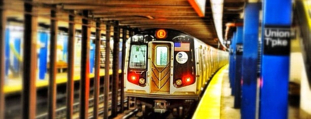 MTA Subway - Union Tpke/Kew Gardens (E/F) is one of Orte, die Crystal gefallen.