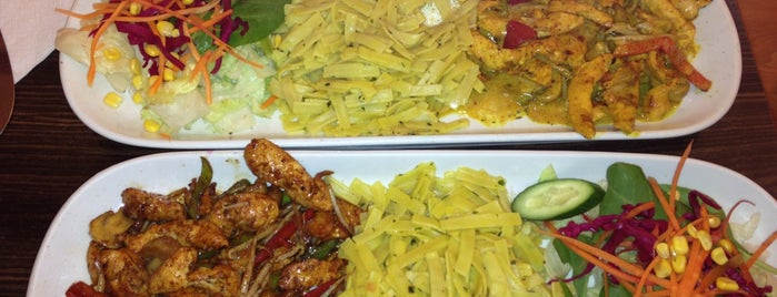 Green Salads is one of Locais curtidos por Sinan.