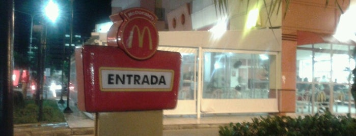 McDonald's is one of Locais curtidos por Diego.