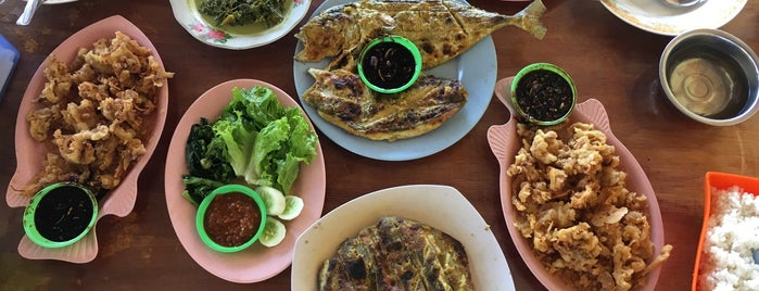 "RM Sembam Ikan ""MAROLA"" is one of bengkulu fave spots."