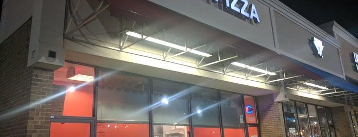 CS New York Pizza is one of Lugares favoritos de Adrian.