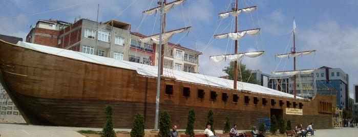 Ümraniye Meydanı is one of Tempat yang Disukai Hanife.