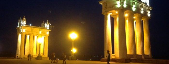 Центральная набережная is one of สถานที่ที่ Raul ถูกใจ.