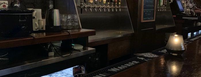 Halsey's Tavern is one of Lugares favoritos de HKH.
