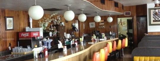 Oga's Restaurant is one of Gespeicherte Orte von Chester Thrash.
