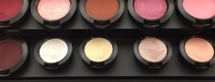 Mac Cosmetics is one of Lugares favoritos de Brend.