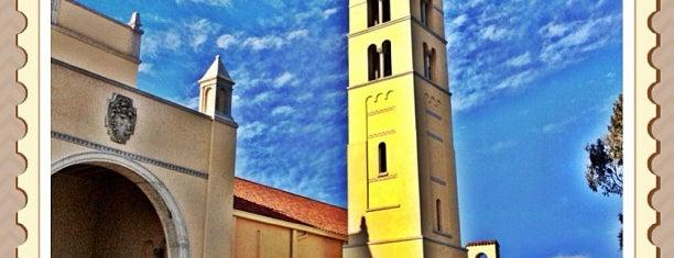 Huntington Beach High School is one of Posti che sono piaciuti a Shamika.