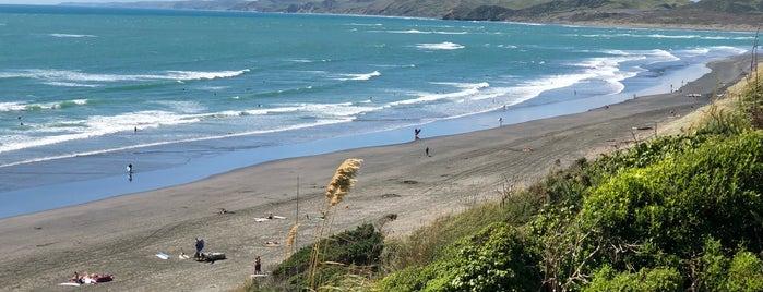 Ngarunui Beach is one of Posti che sono piaciuti a Marc.