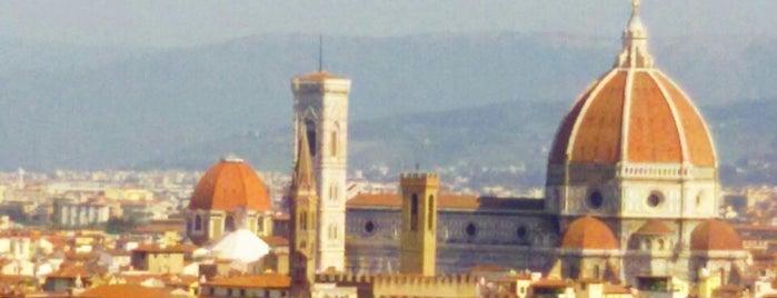 Piazzale Michelangelo is one of Lugares favoritos de Figen.