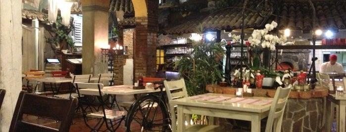 Pizzeria in špageterija Piazza is one of Lugares favoritos de Ajda.