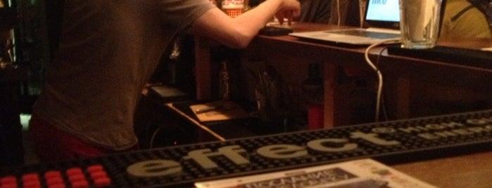 Wood Bar is one of Lugares favoritos de Vladislav.