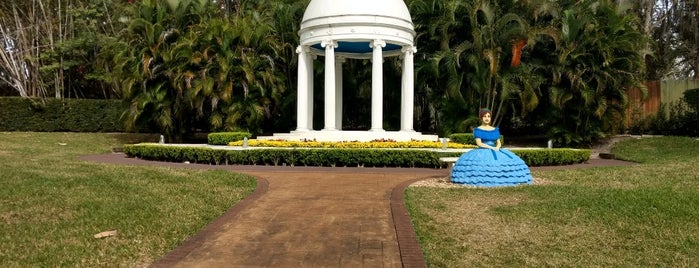 Cypress Gardens is one of SE.