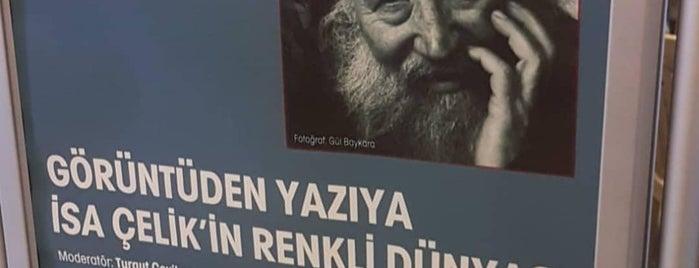 Kadıköy Şehremaneti Sanat ve Edebiyat Kütüphanesi is one of Ozge'nin Beğendiği Mekanlar.