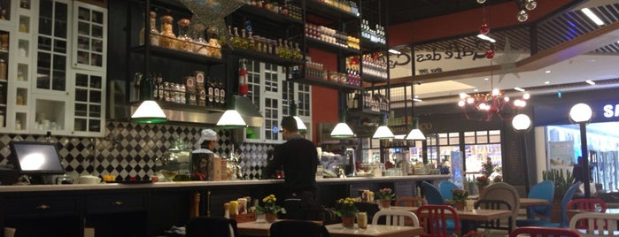 Café des Cafés Petit is one of Locais curtidos por Serhat.