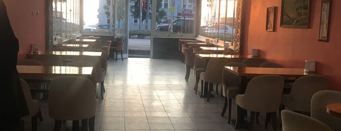 Metro Cafe is one of Katerina's Saved Places.