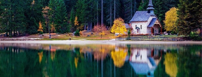 Pragser Wildsee / Lago di Braies is one of Tempat yang Disukai Daniele.