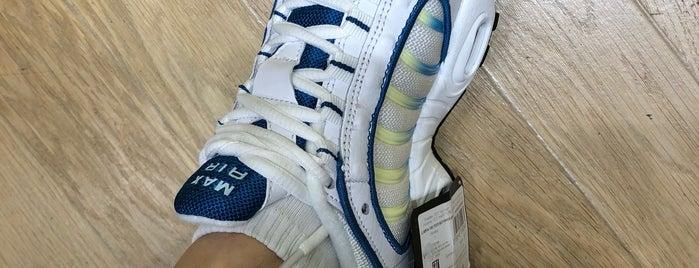 Nike is one of Orte, die Victor gefallen.