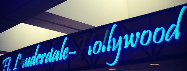 Fort Lauderdale-Hollywood International Airport (FLL) is one of สถานที่ที่ Tammy ถูกใจ.