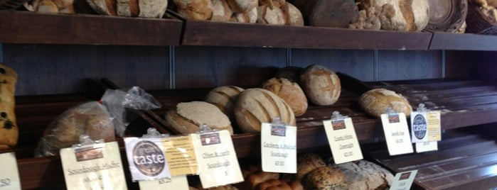 More? The Artisan Bakery is one of Locais curtidos por charles.