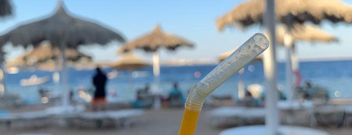 Beach at Sunrise Grand Select Arabian Beach Resort is one of Locais curtidos por Денис.