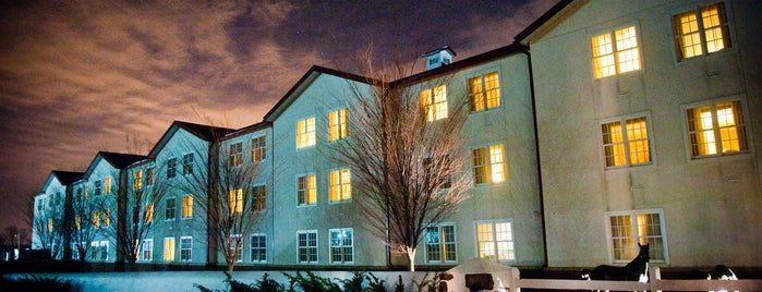Normandy Farm Hotel & Conference Center is one of สถานที่ที่ Petus ถูกใจ.