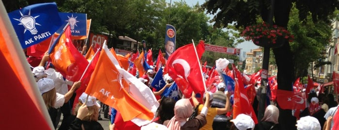 AK Parti Üsküdar İlçe Başkanlığı is one of Orte, die Sevinç gefallen.