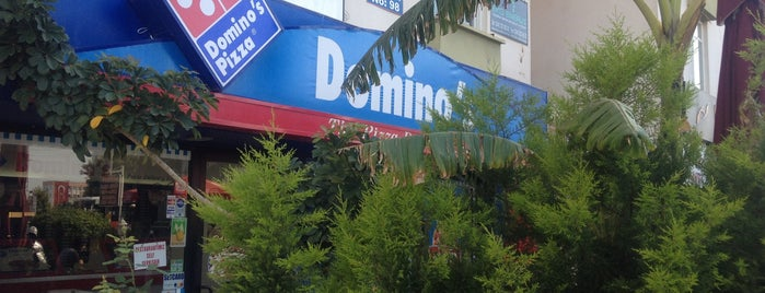 Domino's Pizza is one of Tempat yang Disukai Ahmet Murat.