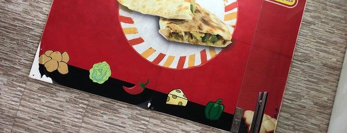 Flafel pie is one of Tempat yang Disukai Faisal.