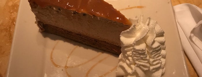 The Cheesecake Factory is one of Lugares favoritos de Marcella.
