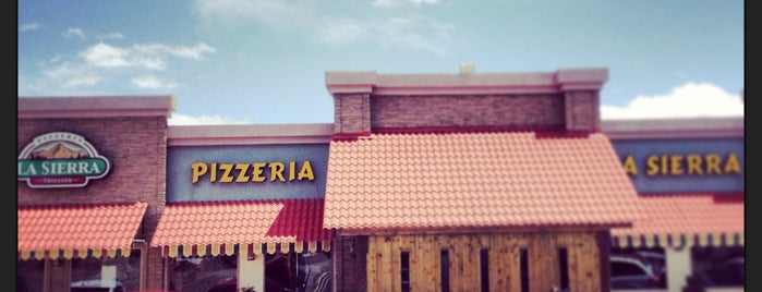 Pizzeria La Sierra Thiessen is one of Locais curtidos por Yolanda.