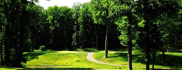 LaTourette Park & Golf Course is one of AT&T Mobile Charging Stations in NYC.