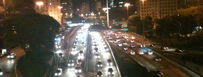 Viaduto do Chá is one of 100+ Programas Imperdíveis em São Paulo.