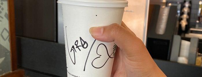 Starbucks is one of Tempat yang Disukai Sarah.