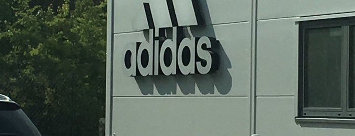 adidas Brand Store is one of Orte, die Jerome gefallen.