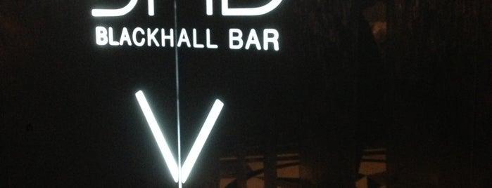 BlackHall Bar is one of Lugares favoritos de Anton.