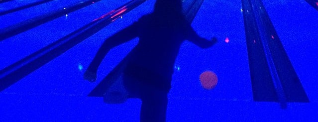 Hooper Bowling Center is one of Lieux qui ont plu à Katie.