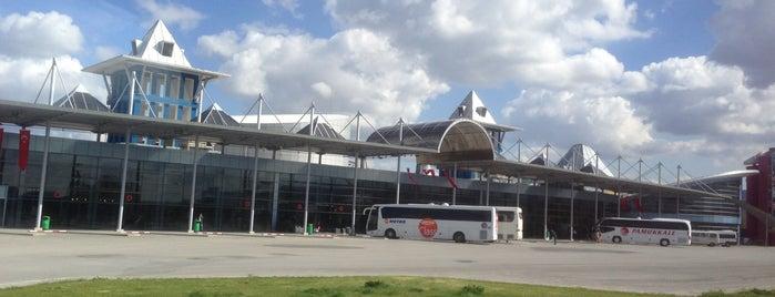 Kütahya Şehirlerarası Otobüs Terminali is one of Locais salvos de Yasemin Arzu.