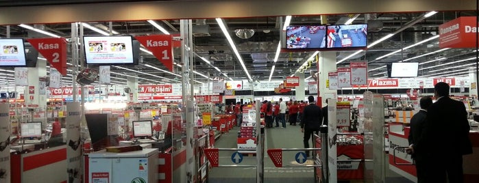 Media Markt is one of Locais curtidos por Halil G..