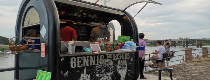 Bennie Burger is one of อุบลราชธานี - 2.